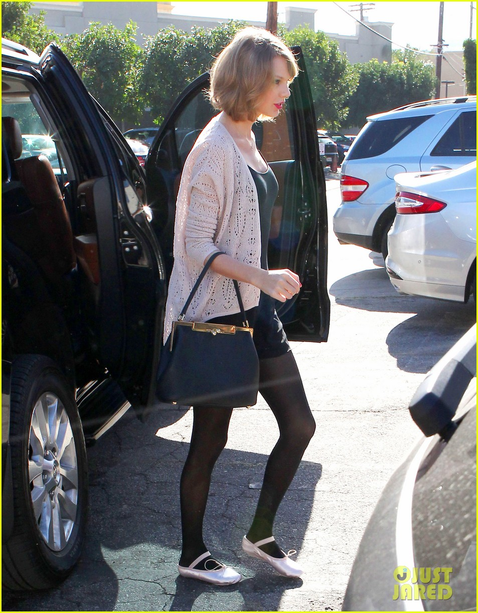 taylor swift brings her short hair to dance class 043052871