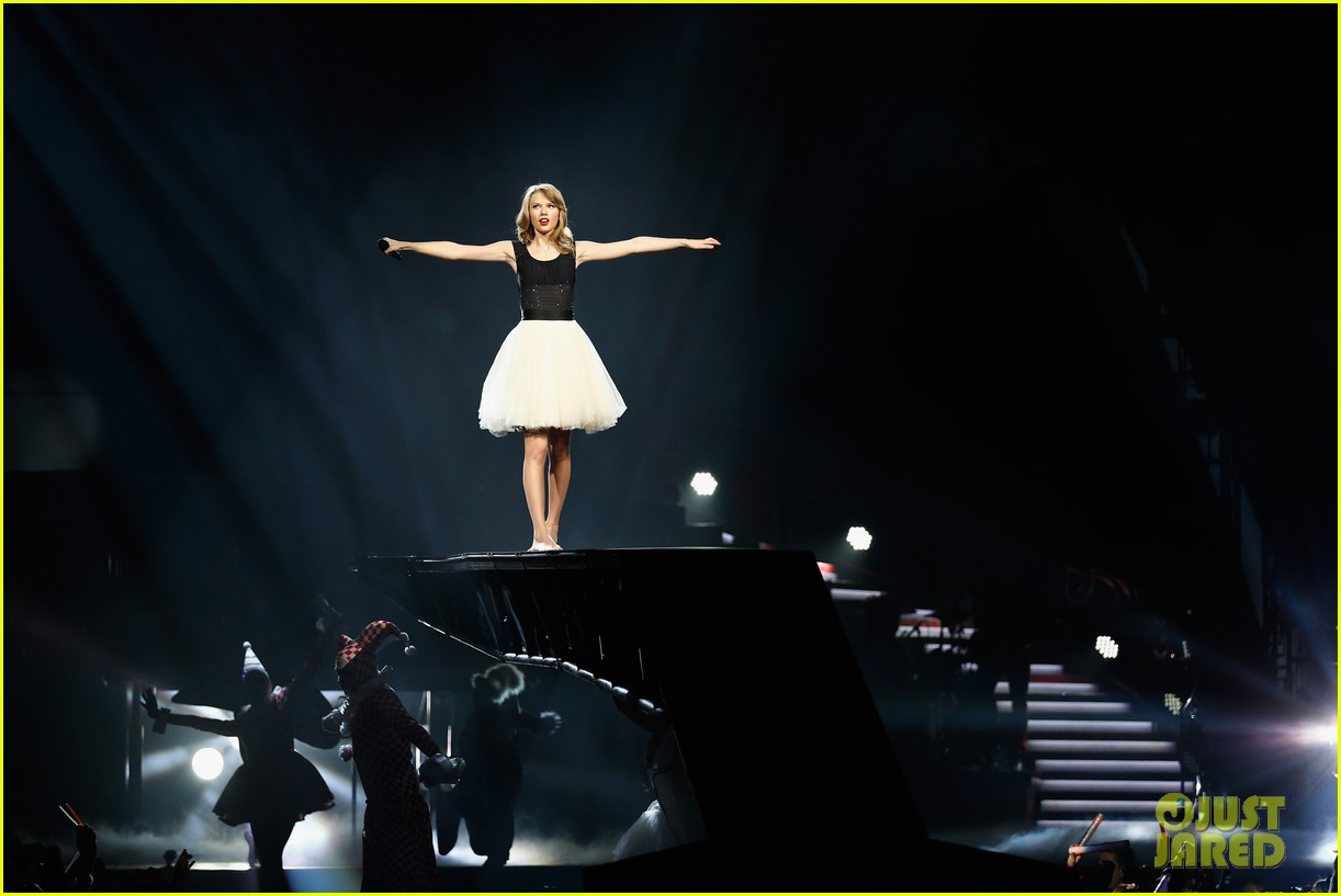 taylor swift ed sheeran i see fire duet in berlin 103049637