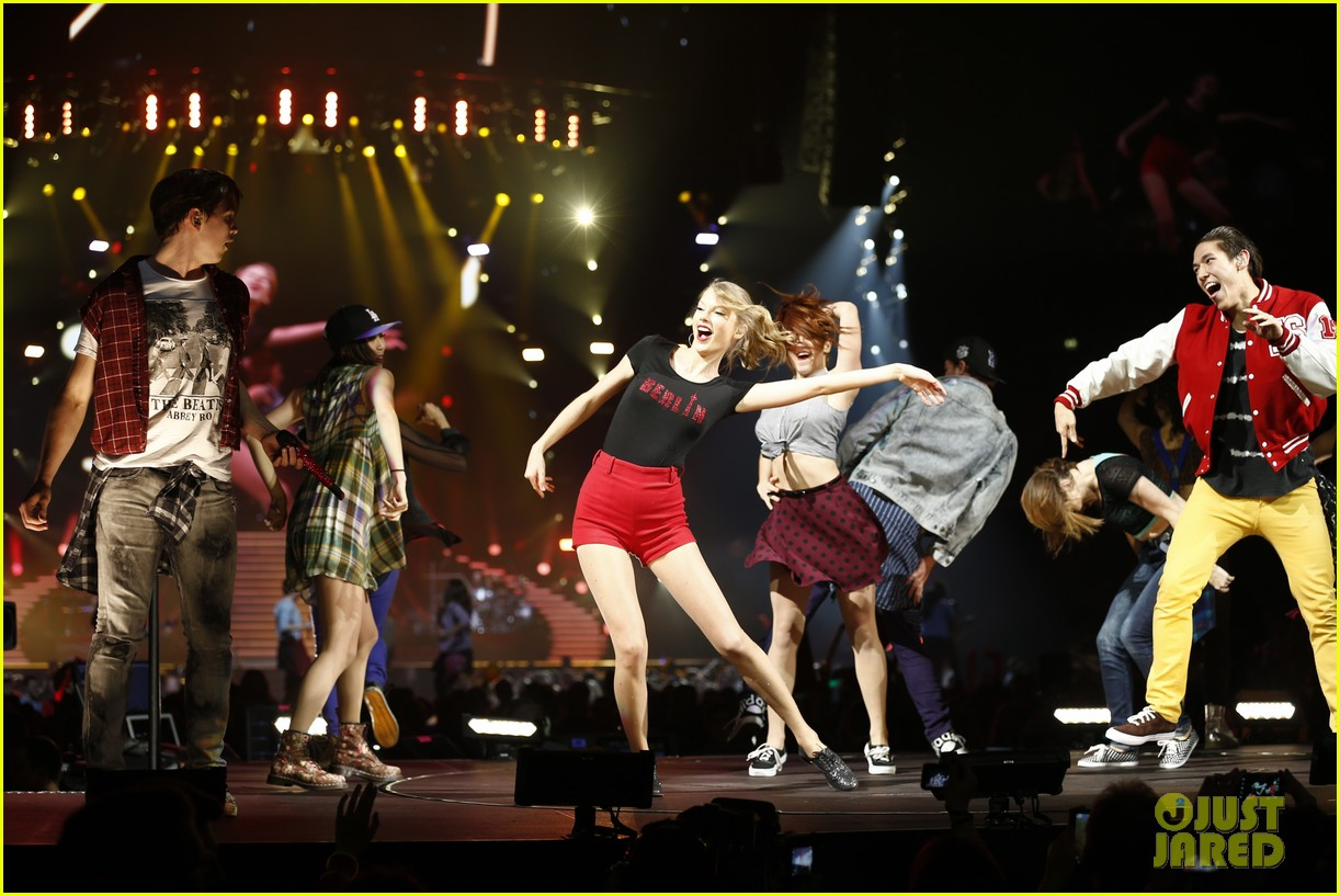 taylor swift ed sheeran i see fire duet in berlin 133049640