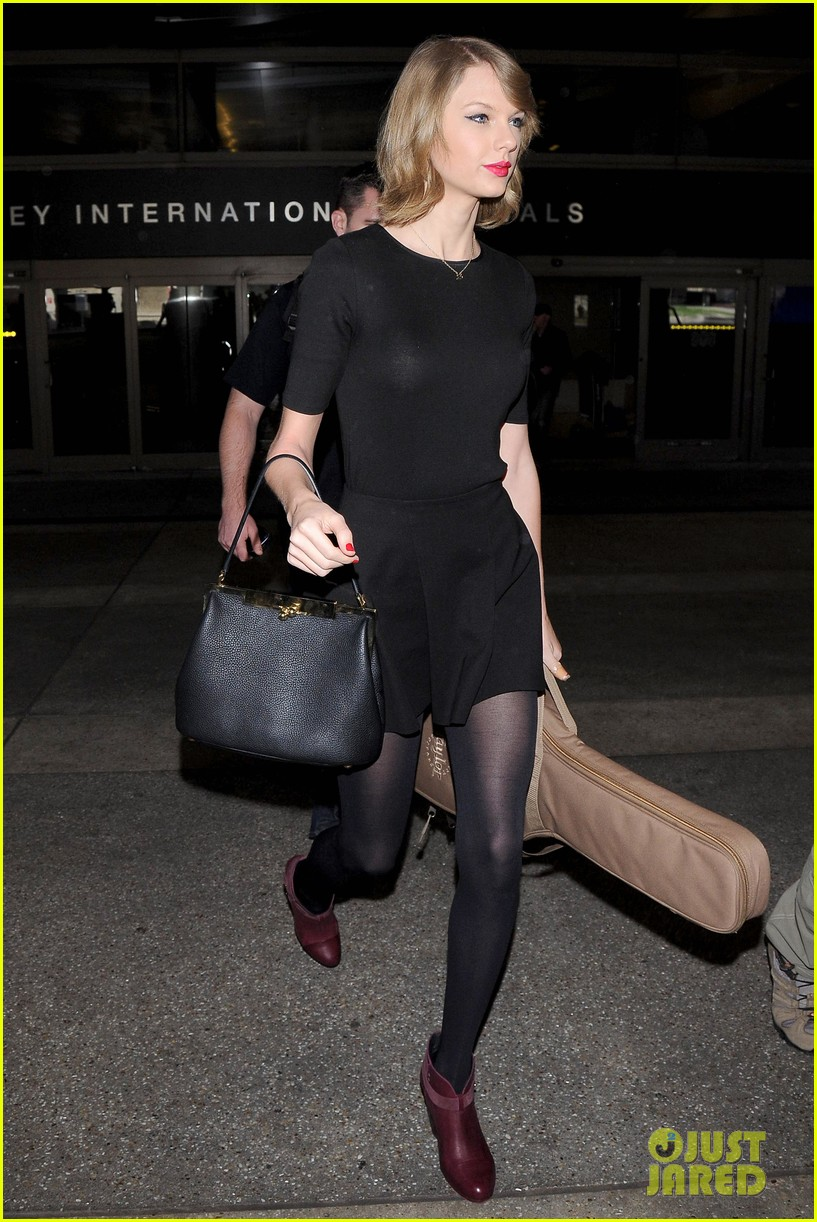 taylor swift shows off her new short hair at the airport 03