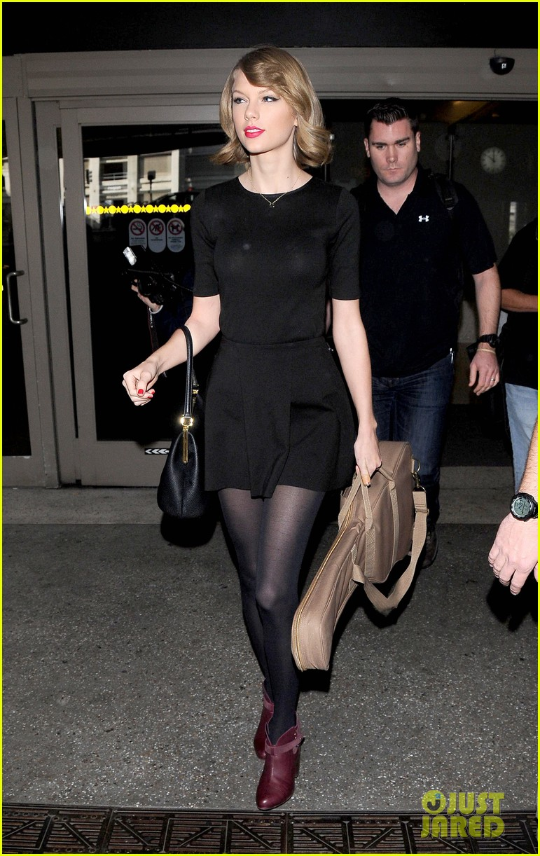 taylor swift shows off her new short hair at the airport 05
