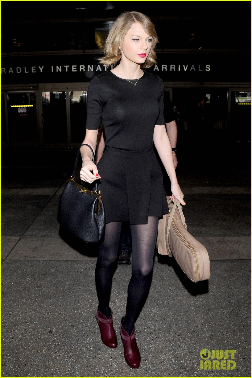 taylor swift shows off her new short hair at the airport 073052237