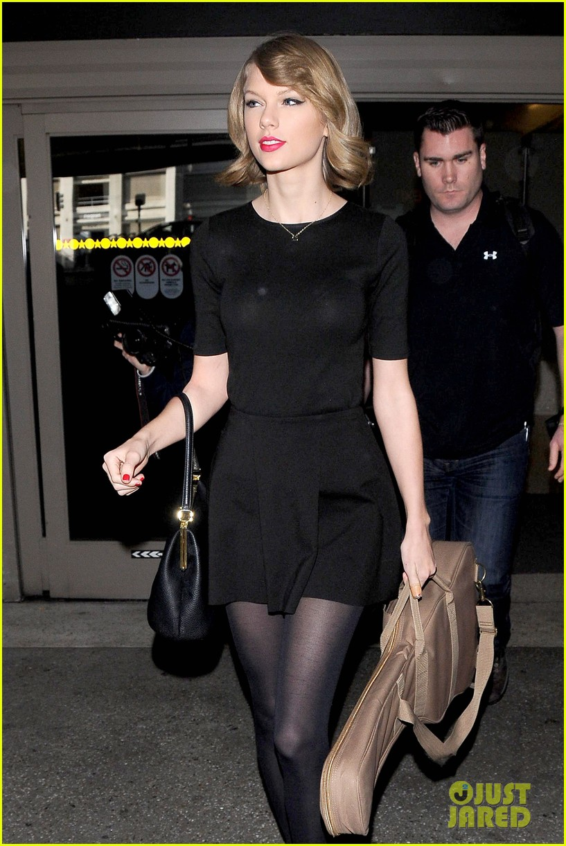 taylor swift shows off her new short hair at the airport 083052238