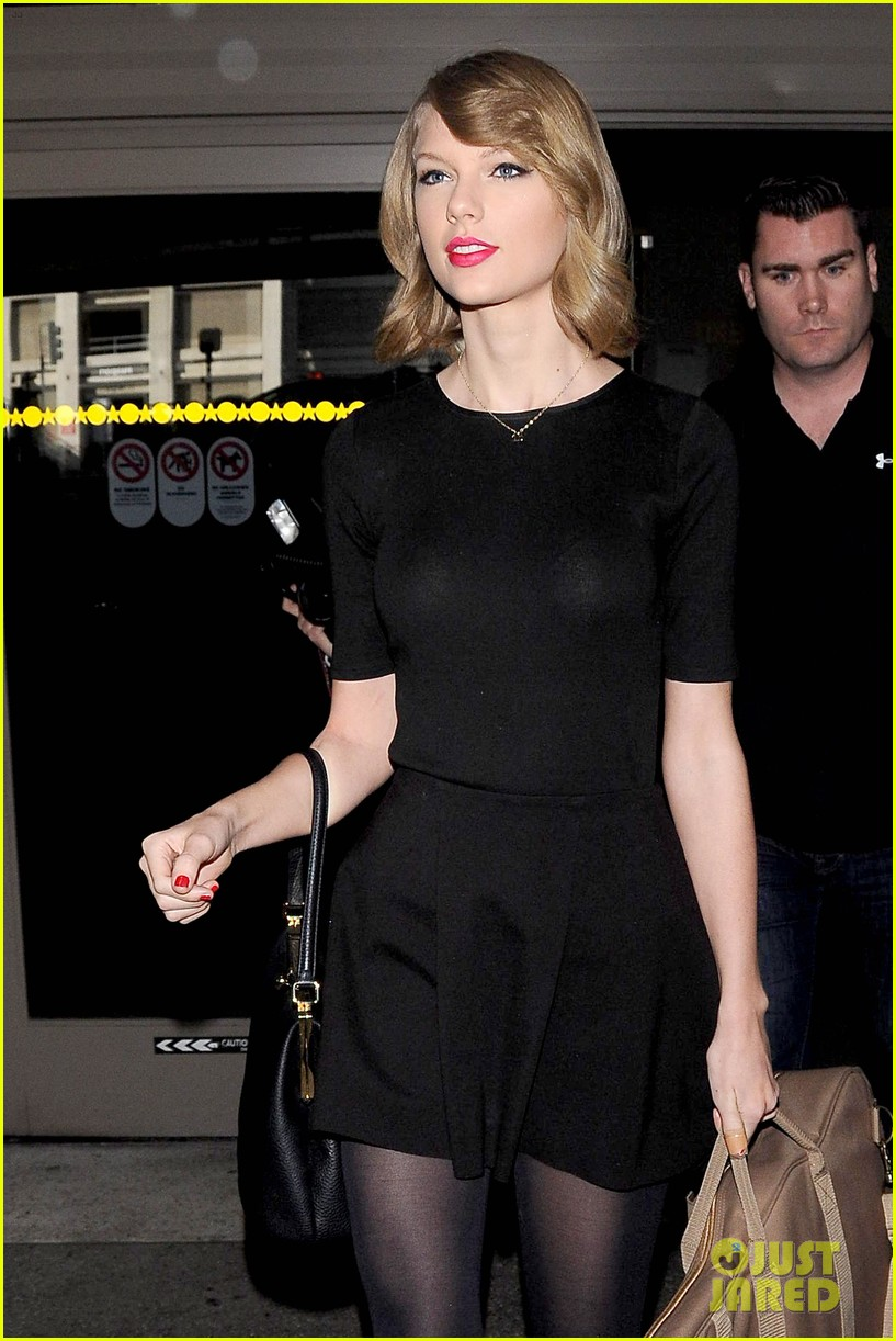 taylor swift shows off her new short hair at the airport 093052239