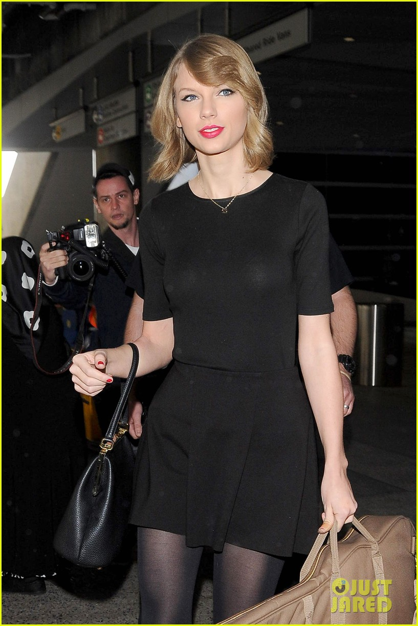 taylor swift shows off her new short hair at the airport 103052240