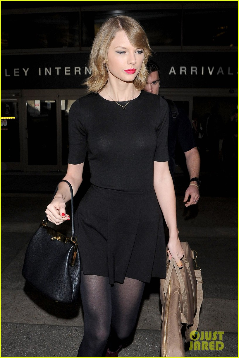 taylor swift shows off her new short hair at the airport 11