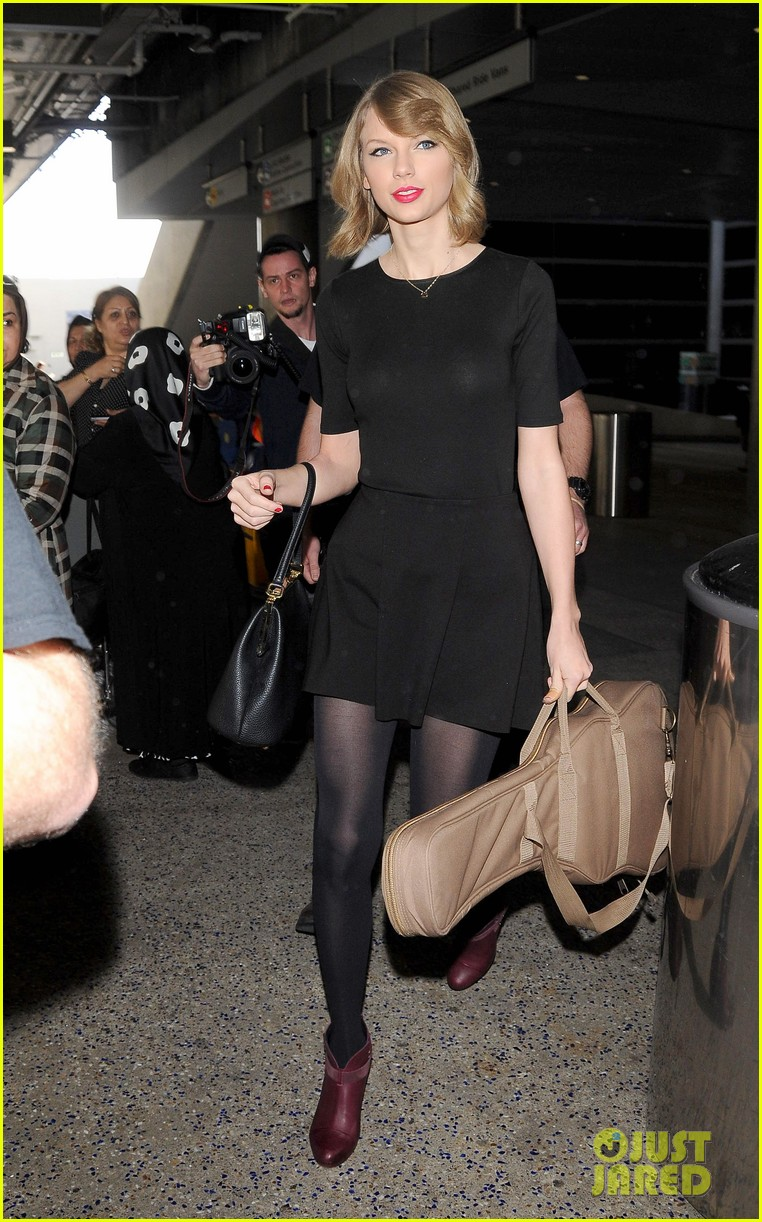 taylor swift shows off her new short hair at the airport 153052245