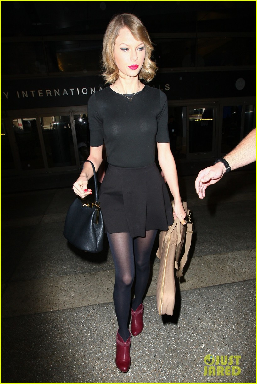 taylor swift shows off her new short hair at the airport 173052247