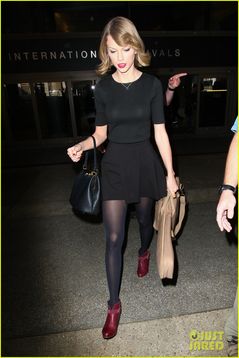 taylor swift shows off her new short hair at the airport 193052249