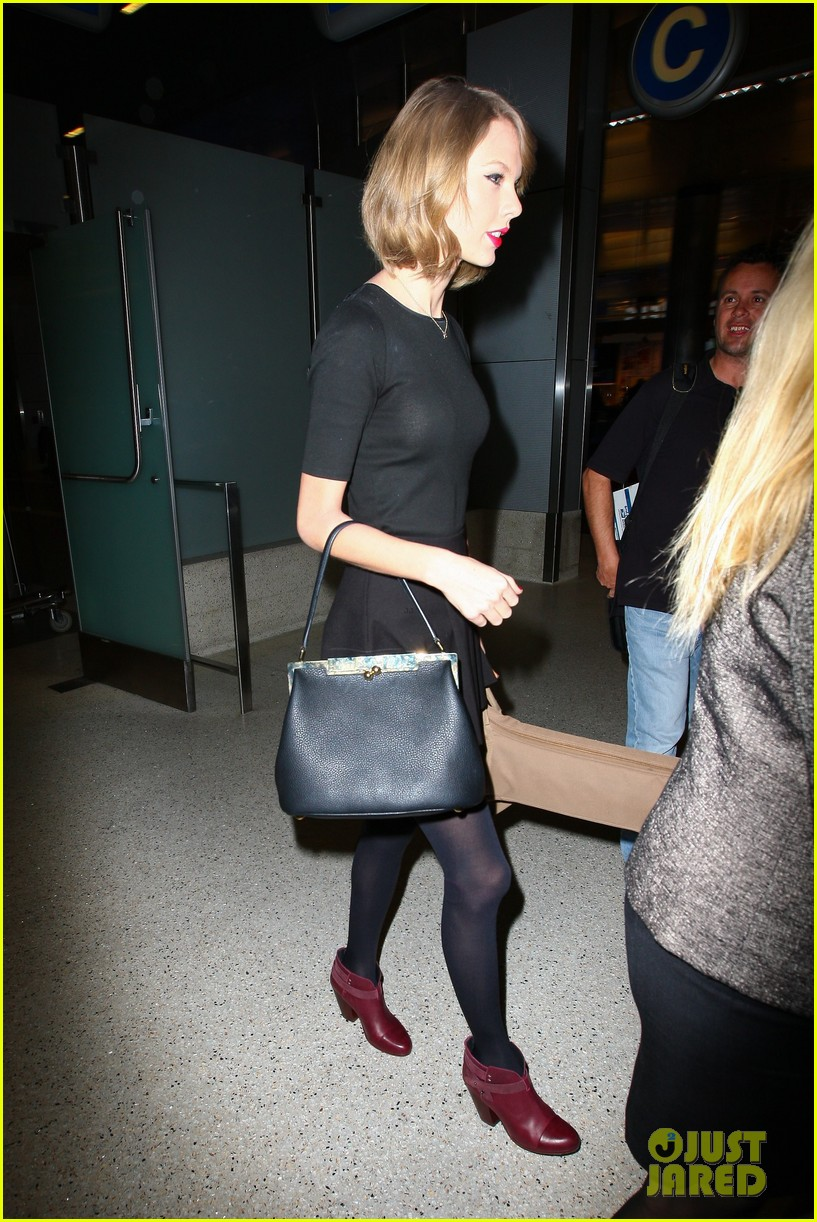 taylor swift shows off her new short hair at the airport 203052250