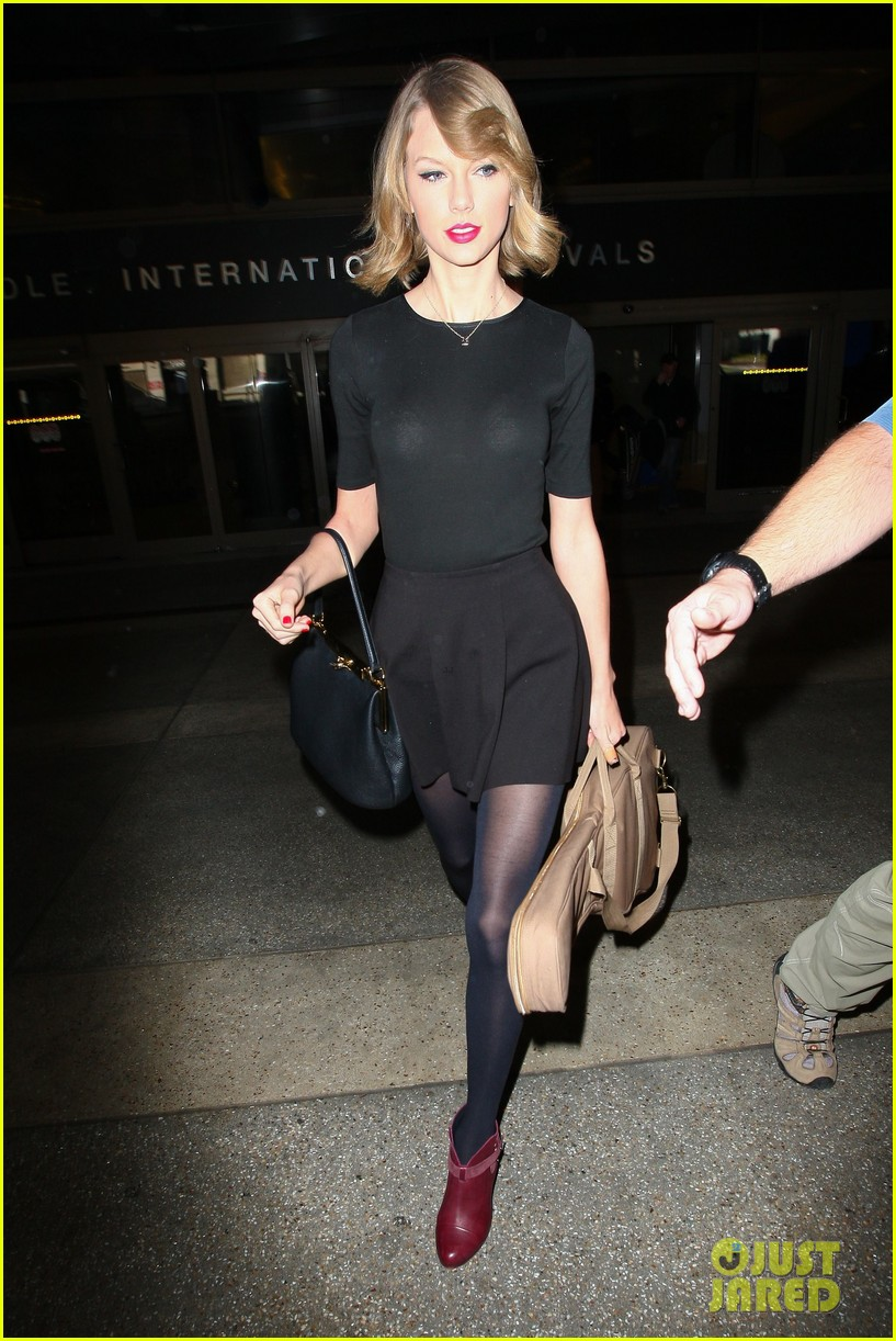 taylor swift shows off her new short hair at the airport 243052254