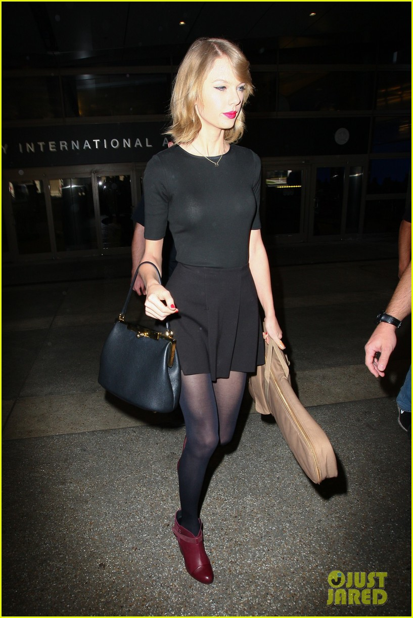taylor swift shows off her new short hair at the airport 263052256