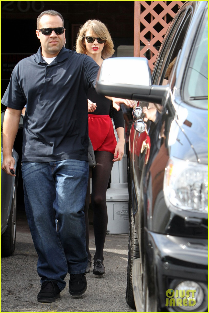 taylor swift wears her signature color to dance class 123057288