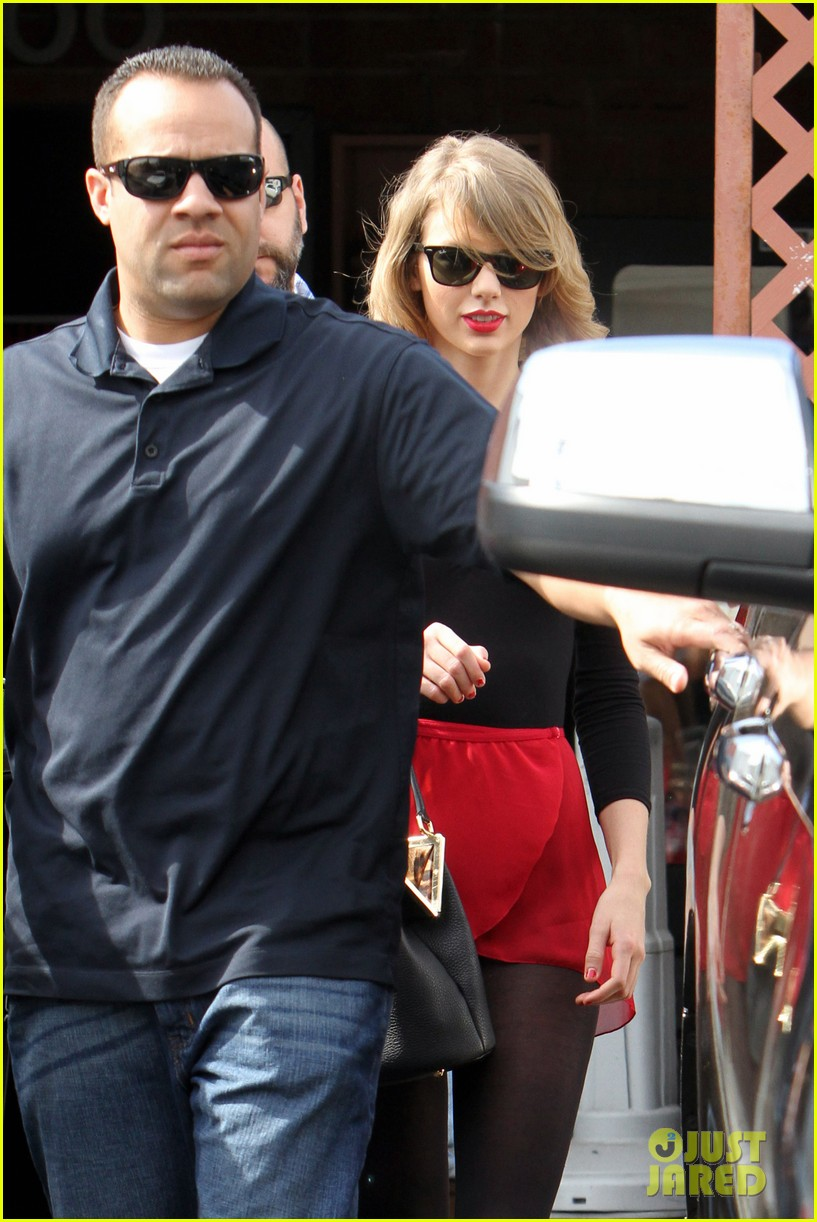 taylor swift wears her signature color to dance class 13
