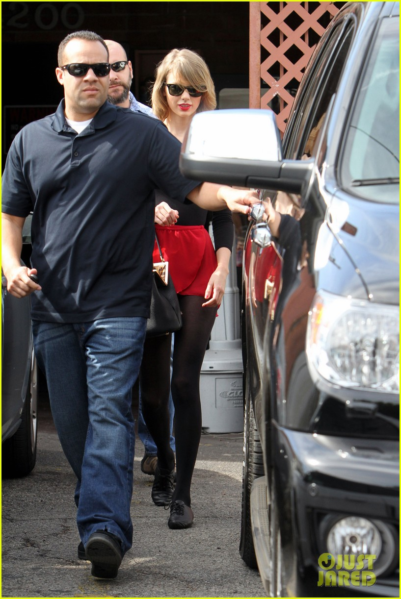 taylor swift wears her signature color to dance class 143057290