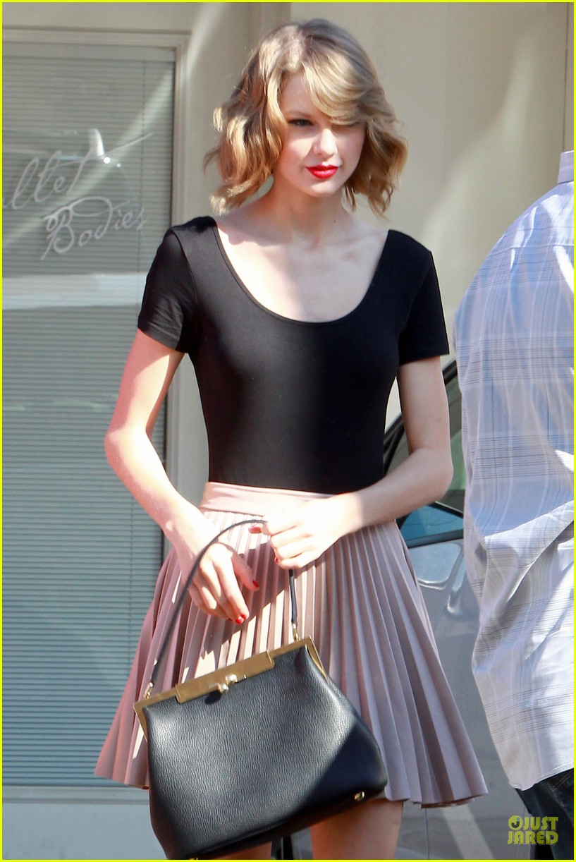 taylor swift kicks off valentines day with dance class 043053434