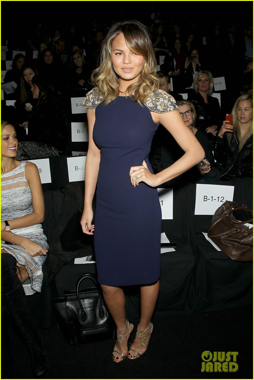 chrissy teigen badgley mischka fashion show 23