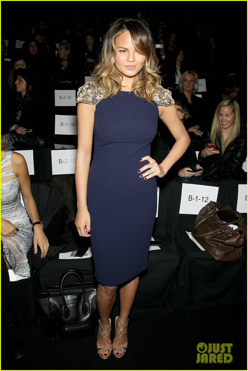 chrissy teigen badgley mischka fashion show 243051405