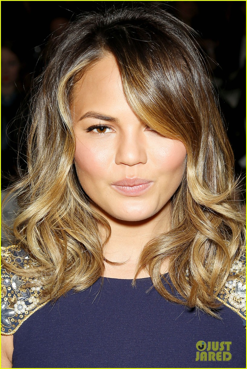 chrissy teigen badgley mischka fashion show 253051406