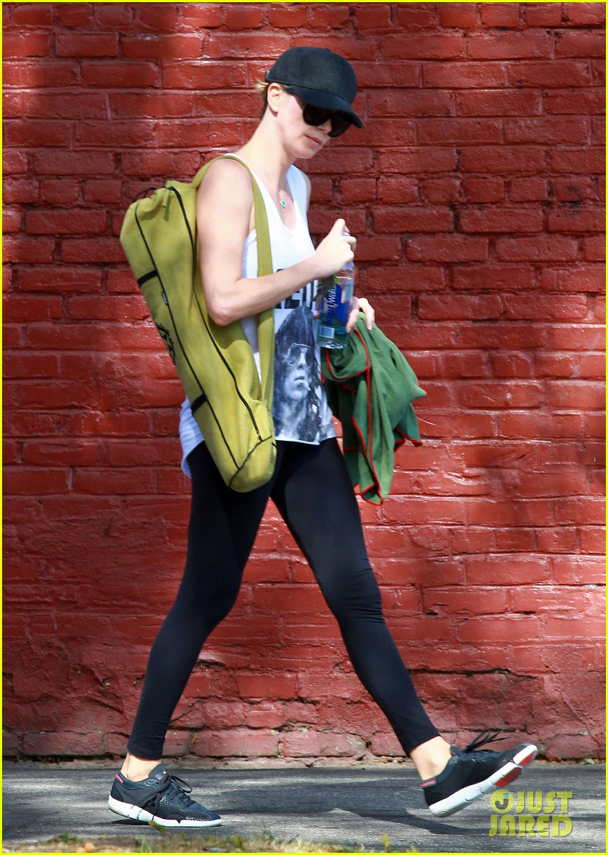 charlize theron has low key gym day after date night 033052604