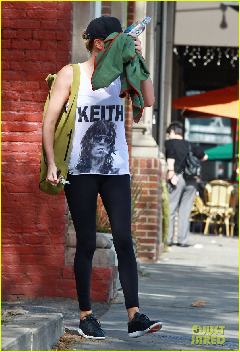 charlize theron has low key gym day after date night 053052606