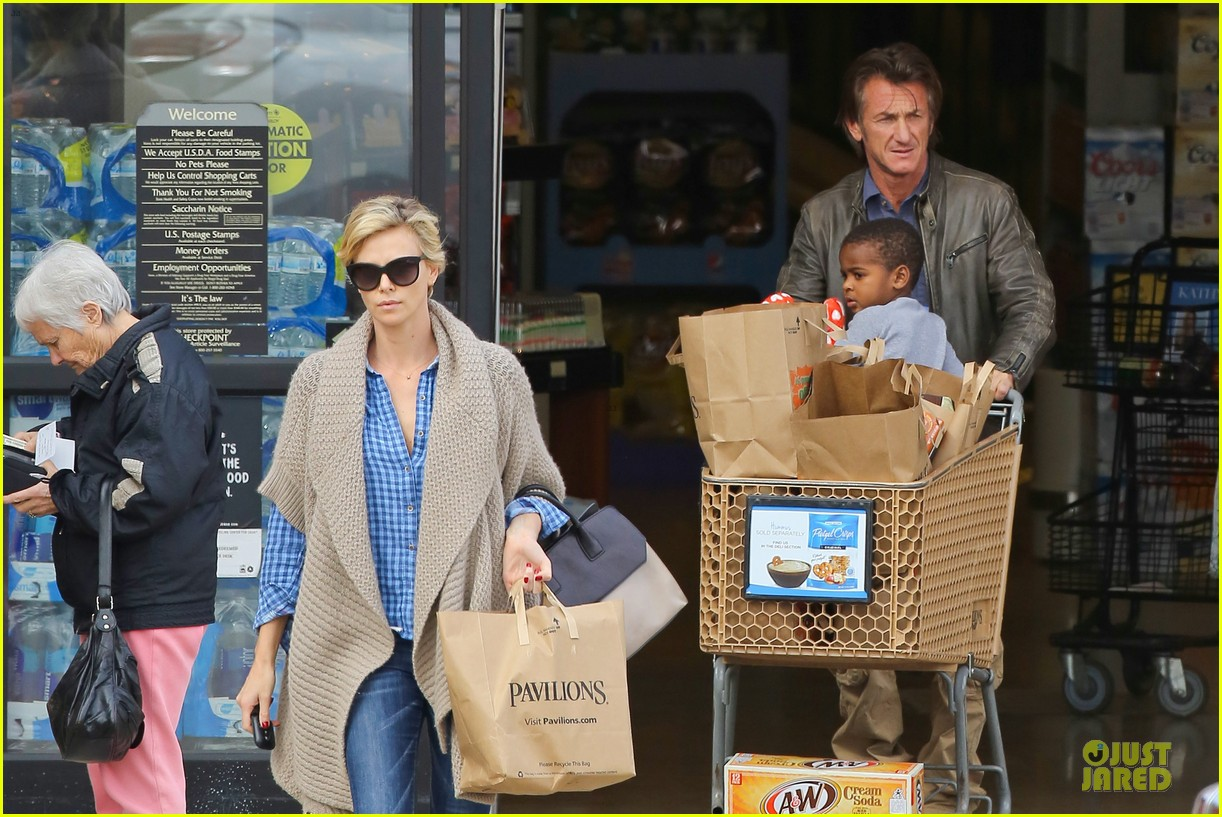 charlize theron sean penn grocery stop before the super bowl 073046497