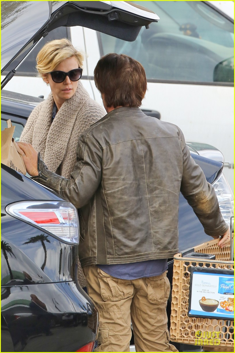 charlize theron sean penn grocery stop before the super bowl 103046500