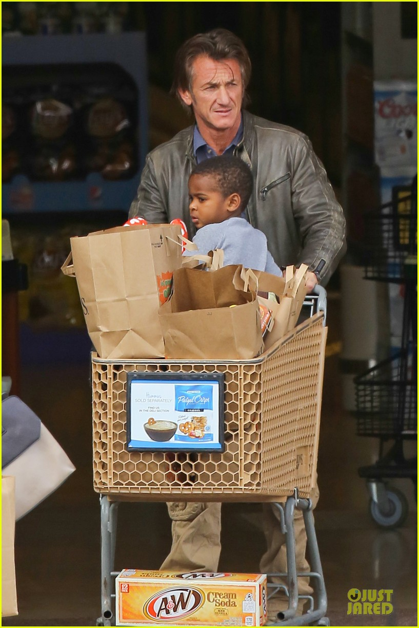 charlize theron sean penn grocery stop before the super bowl 123046502