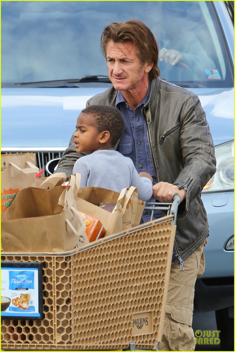 charlize theron sean penn grocery stop before the super bowl 213046511
