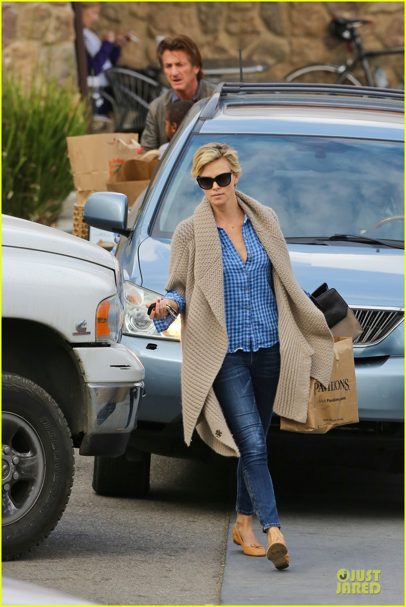 charlize theron sean penn grocery stop before the super bowl 233046513