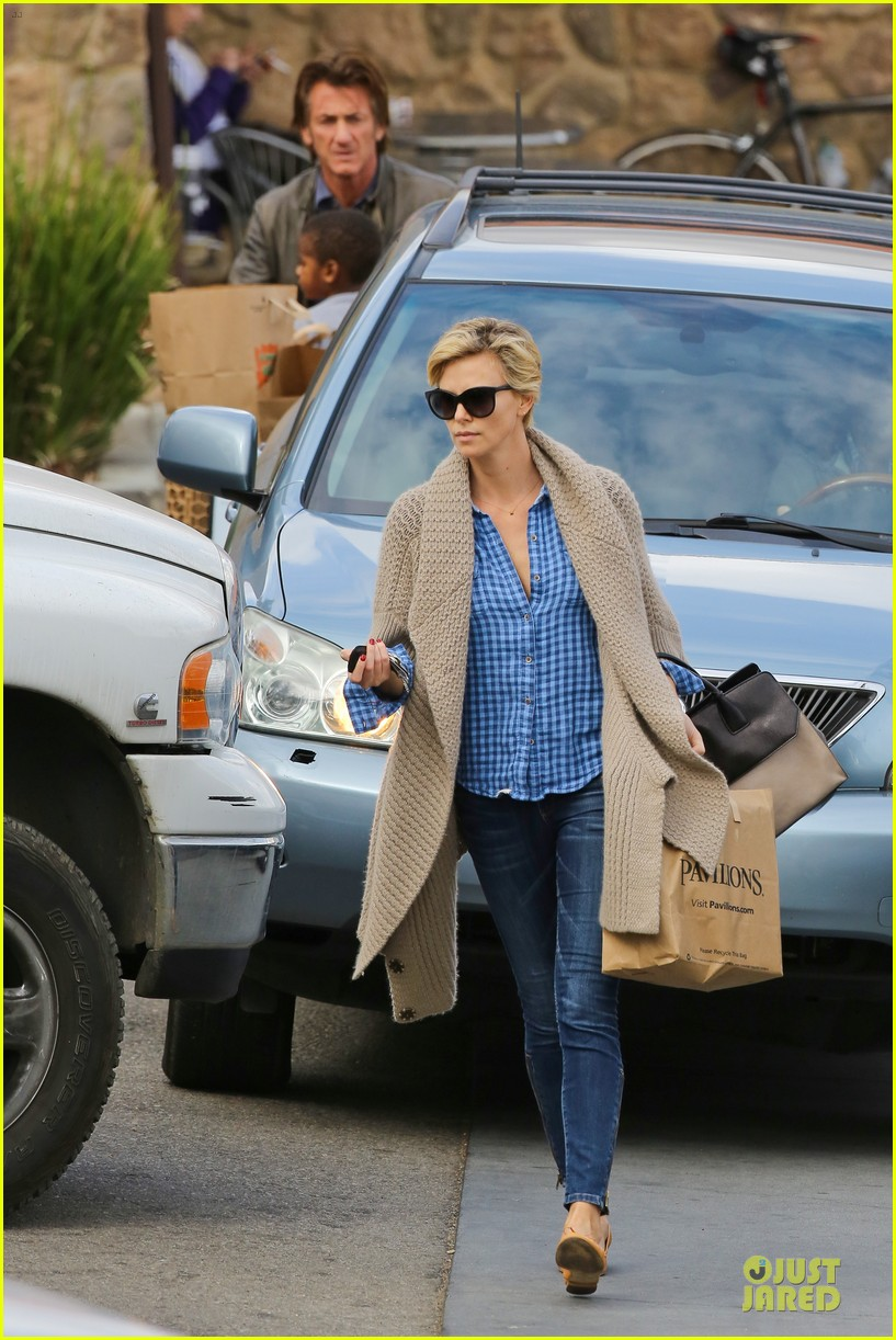 charlize theron sean penn grocery stop before the super bowl 253046515