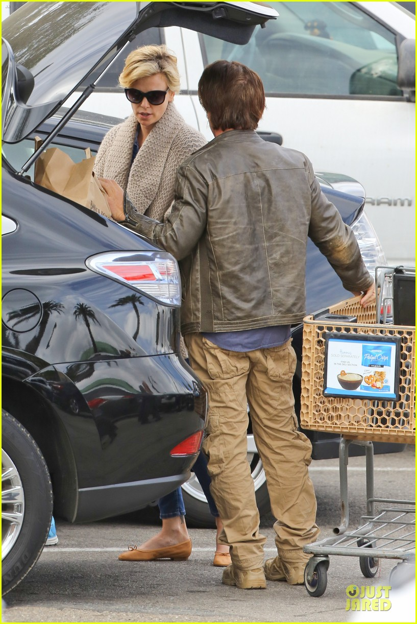 charlize theron sean penn grocery stop before the super bowl 26