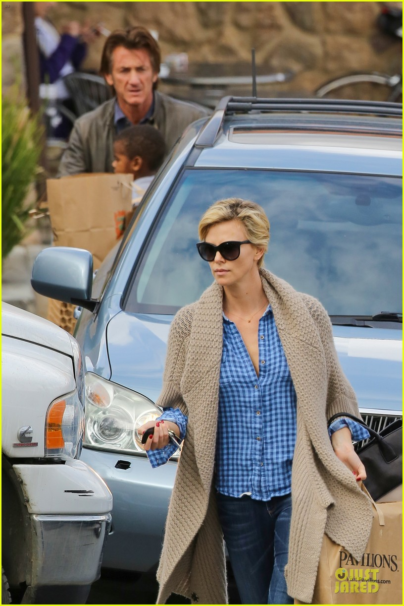charlize theron sean penn grocery stop before the super bowl 273046517