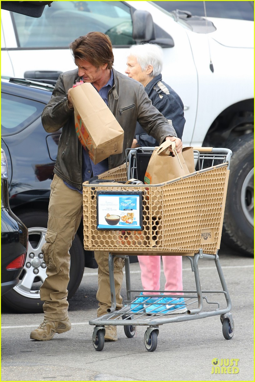 charlize theron sean penn grocery stop before the super bowl 283046518