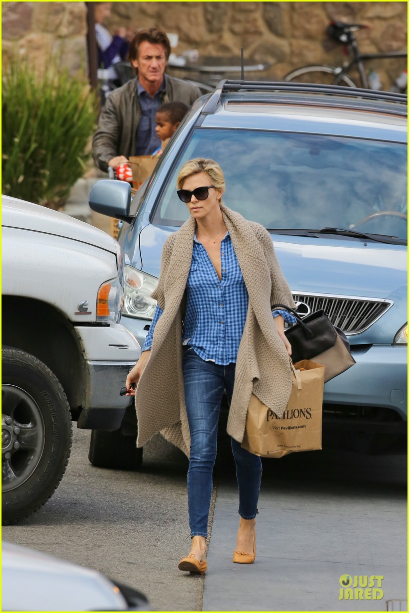 charlize theron sean penn grocery stop before the super bowl 293046519