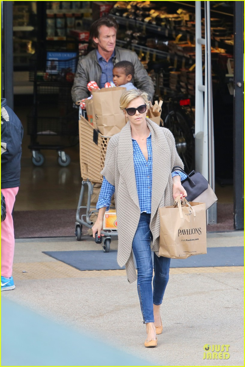 charlize theron sean penn grocery stop before the super bowl 333046523