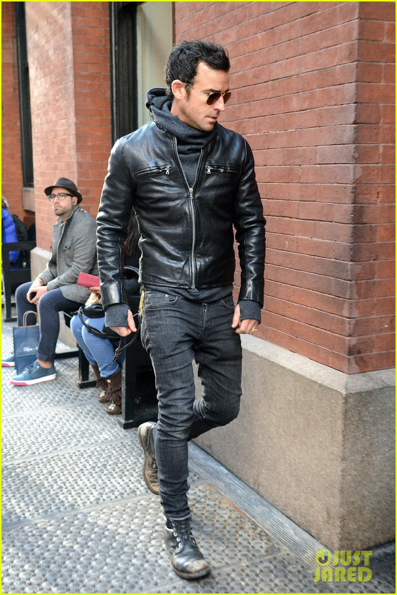 justin theroux continues to rock his sexy biker look in nyc 013046015