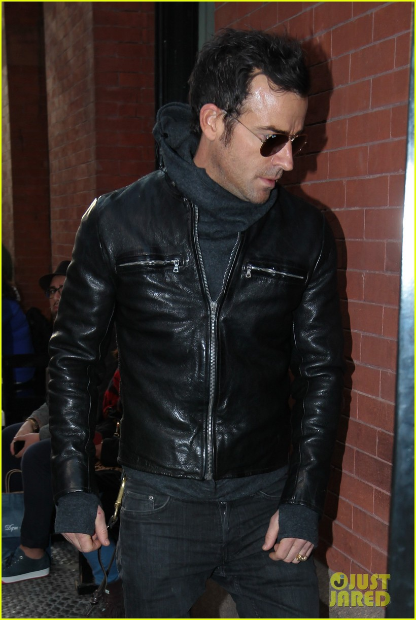 justin theroux continues to rock his sexy biker look in nyc 023046016