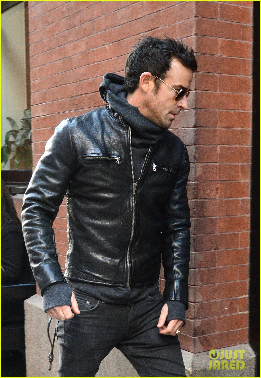 justin theroux continues to rock his sexy biker look in nyc 04
