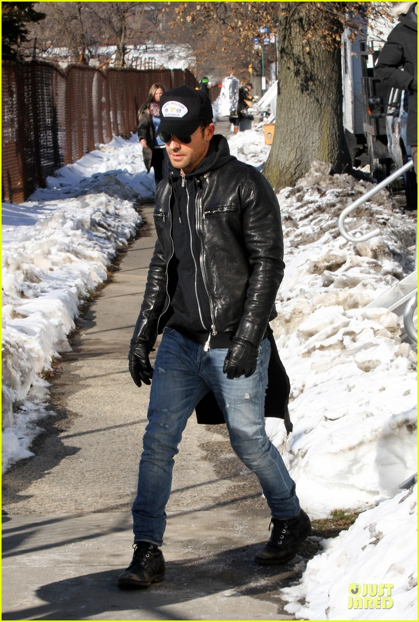 justin theroux films the leftovers on jennifer aniston 45th birthday 033051777