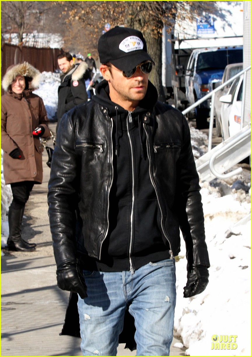 justin theroux films the leftovers on jennifer aniston 45th birthday 063051780