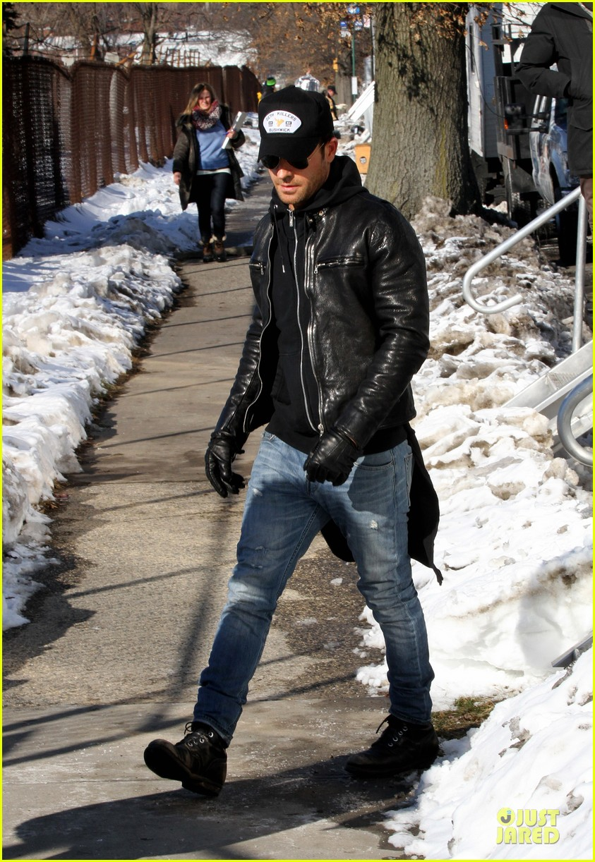 justin theroux films the leftovers on jennifer aniston 45th birthday 123051786