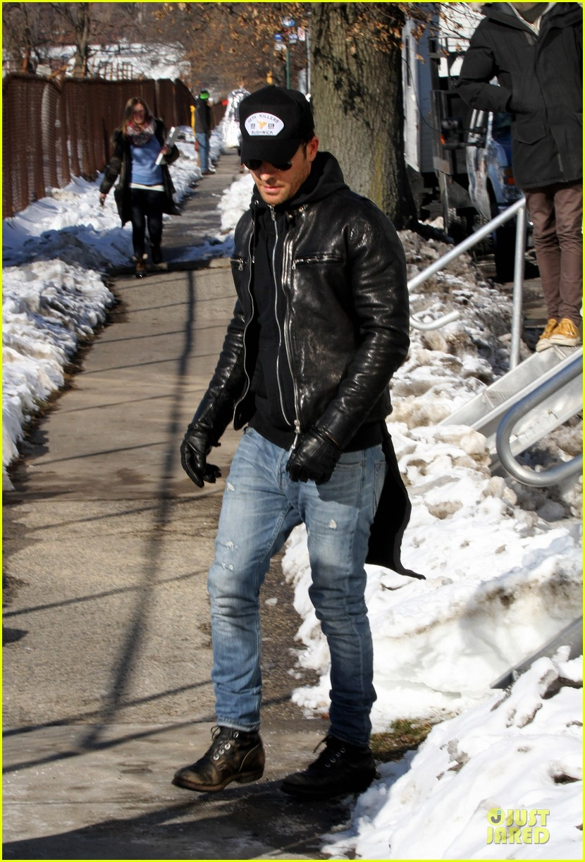 justin theroux films the leftovers on jennifer aniston 45th birthday 133051787