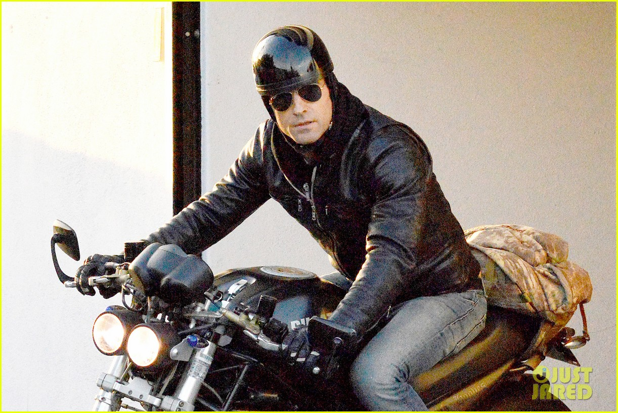 justin theroux takes his ducati for a spin 043060911