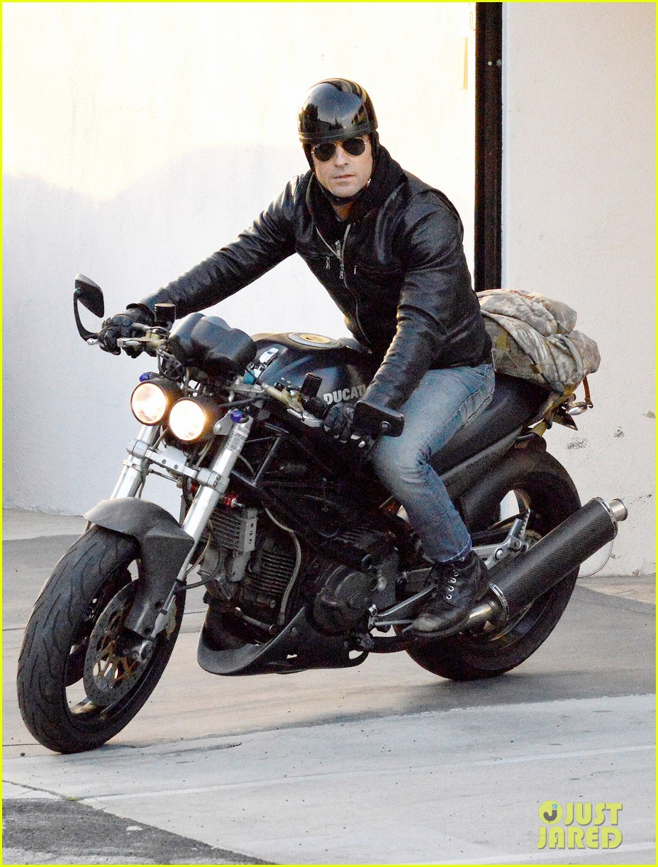 justin theroux takes his ducati for a spin 063060913