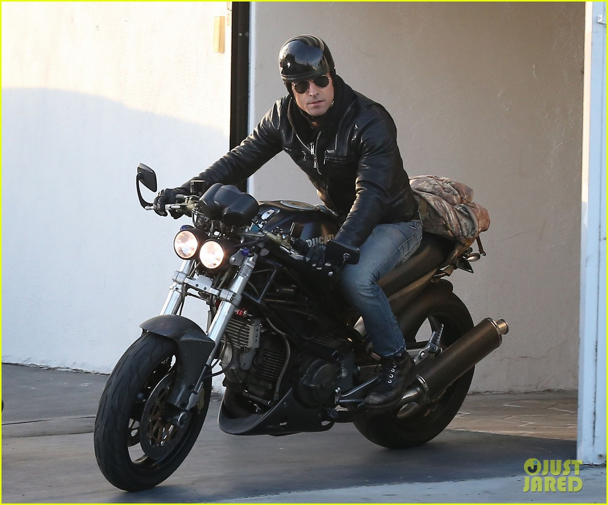 justin theroux takes his ducati for a spin 103060917