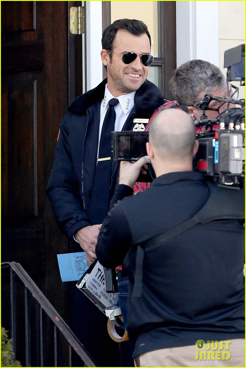 justin theroux looks mighty fine in his police uniform 213057482