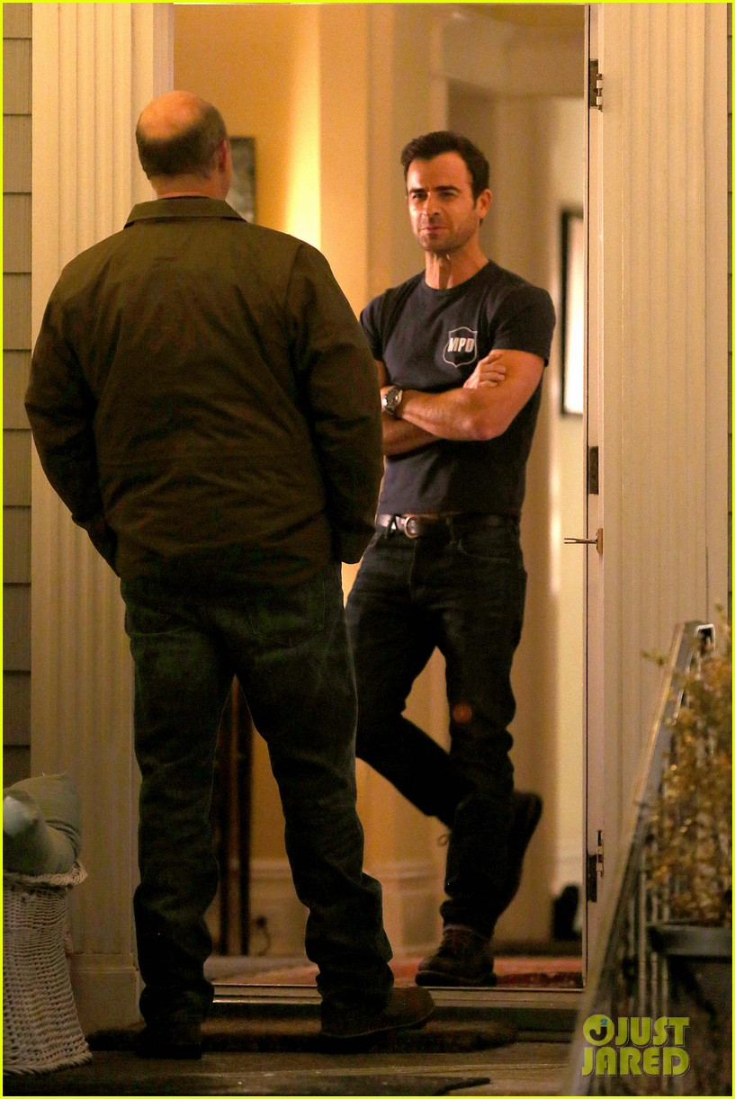 justin theroux looks shocked upset on leftovers set 033056201