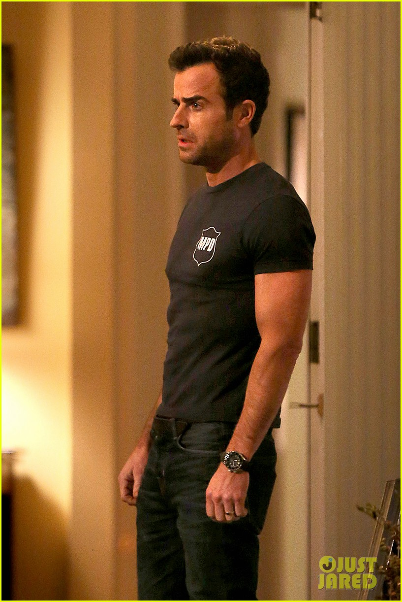 justin theroux looks shocked upset on leftovers set 123056210