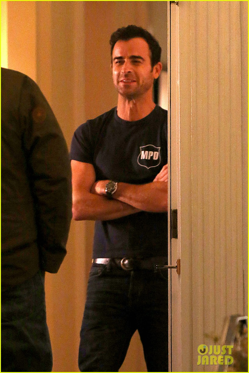 justin theroux looks shocked upset on leftovers set 173056215